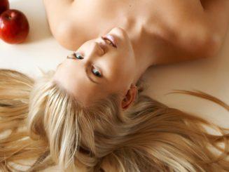 йогурт помогает укрепить волосы